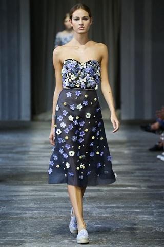 Tripudio di fiori sull'abito leggero