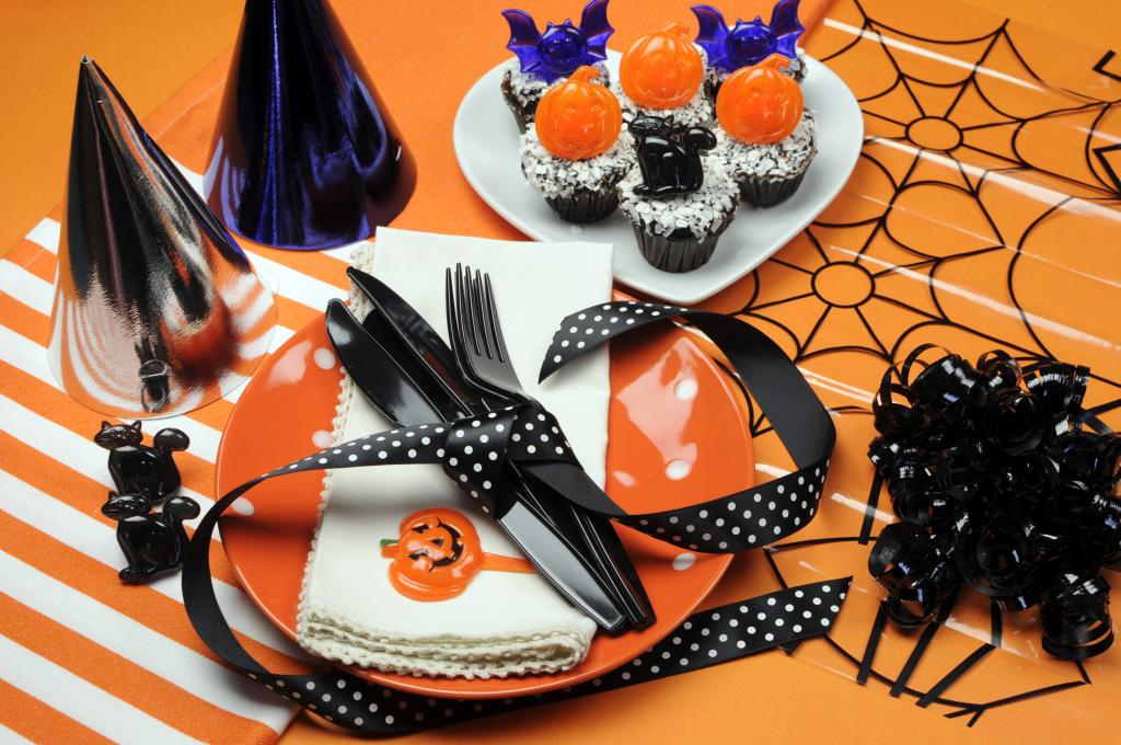 Piatti, bicchieri e tovaglioli per Halloween