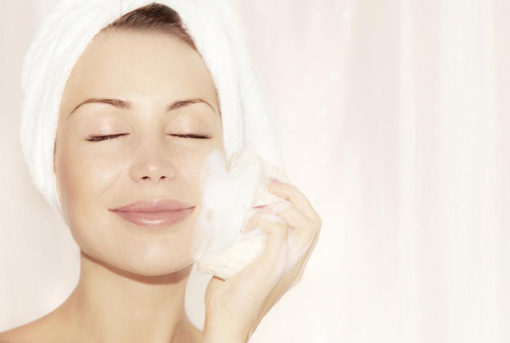 Una bella pelle è prima di tutto sana e pulita: scopri come detergerla e coccolarla