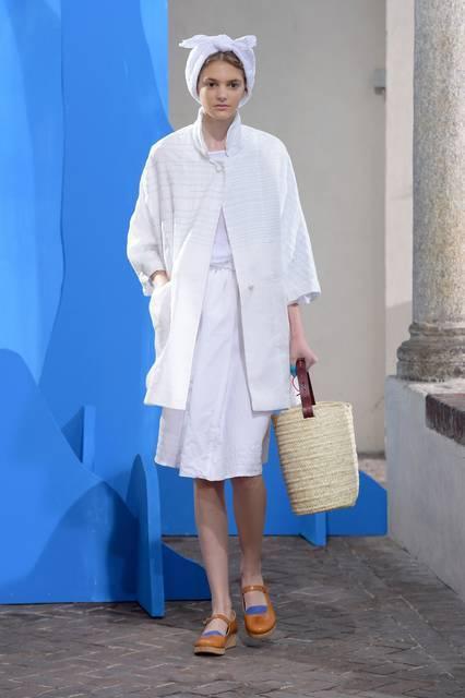 La leggiadra donna Grecis in bianco