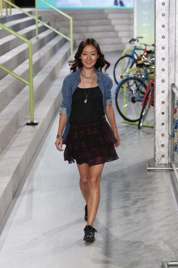 Minidress e giacca in denim per la primavera-estate 2015