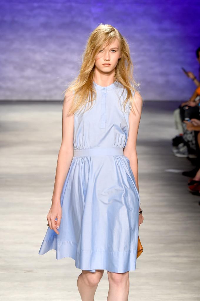 Easy chic il vestito da giorno azzurro
