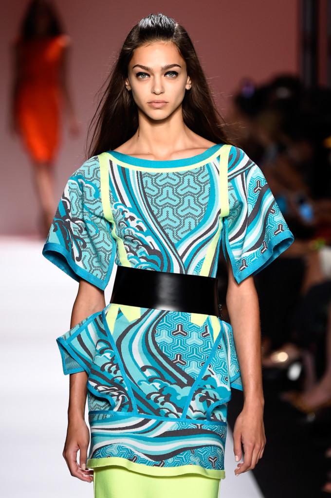 Outfit stile kimono con cintura alta in vita / Herve Leger ss 2015