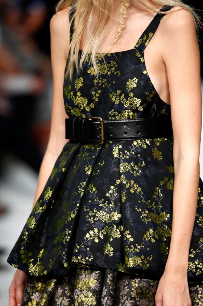 Particolare abito stile barocco Vera Wang Collection