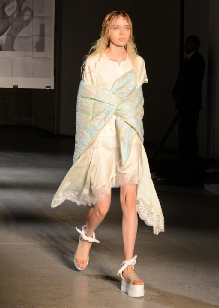 La sottoveste si porta sopra, con un foulard che lega tutto / MM6 Maison Martin Margiela ss 2015