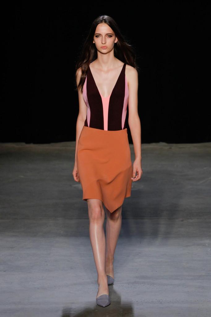 Stile costume sopra, asimmetrico sotto - arancio / Narciso Rodriguez ss 2015
