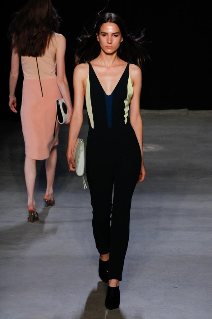Pantaloni e top nero, con inserti colorati / Narciso Rodriguez ss 2015