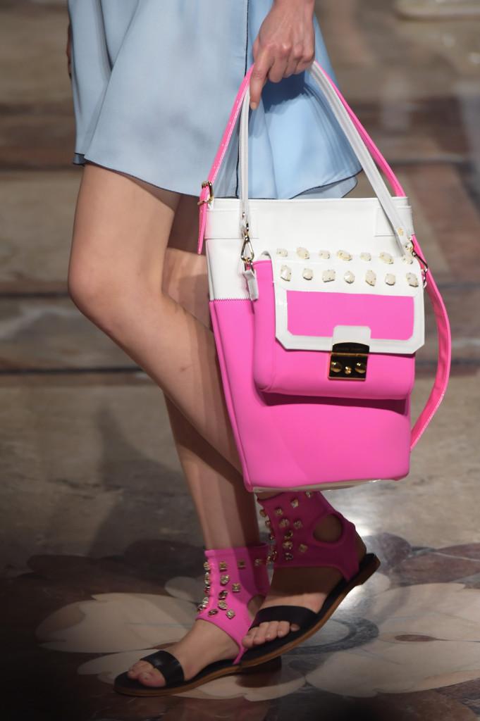 Rosa, tanta voglia di rosa per borse e scarpe
