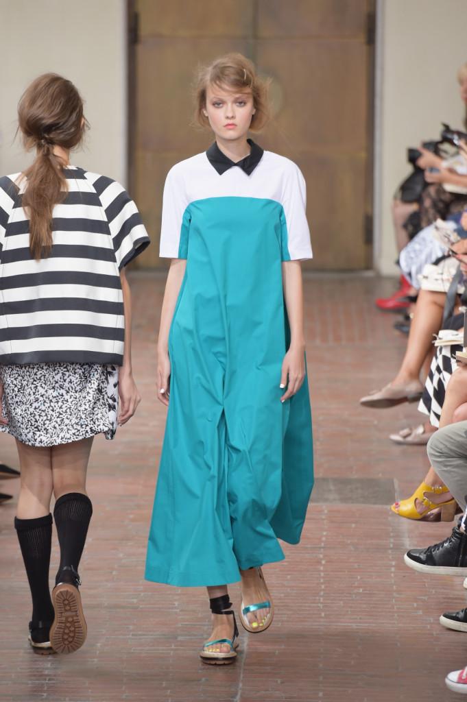 ... Vestito urban bon-ton bicolor bianco e azzurro con colletto nero   I m  ... 151c38a3c2d