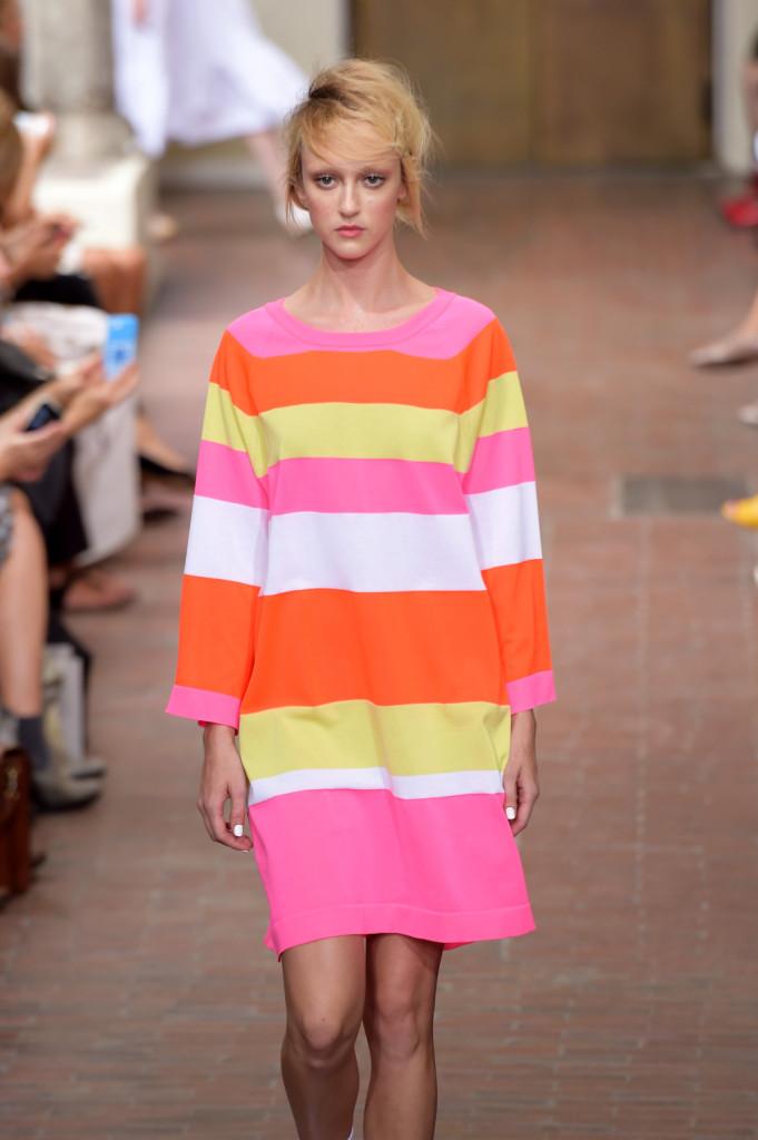 Vestito-blusa a righe orizzontali arancio, rosa, giallo e bianco / I'm Isola Marras ss 2015
