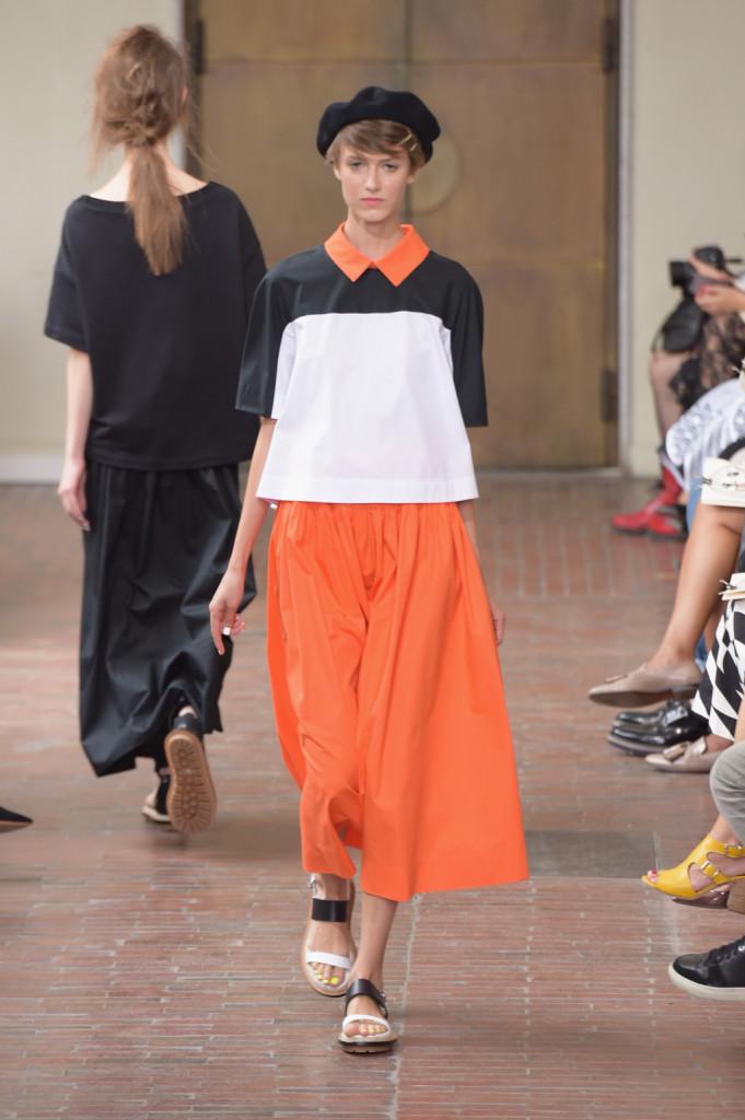 Color block: gonna lunga arancio e t-shirt black and white con colletto arancio / I'm Isola Marras ss 2015