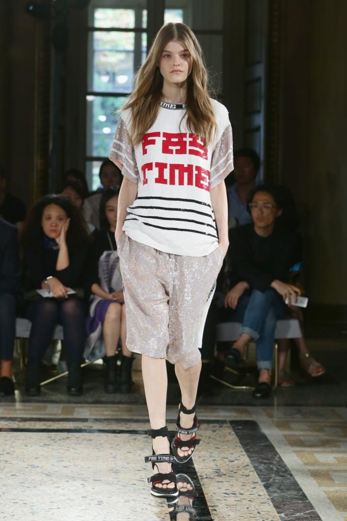 T-shirt oversize e pantaloni, sandali alti firmate Fay S/S 2015