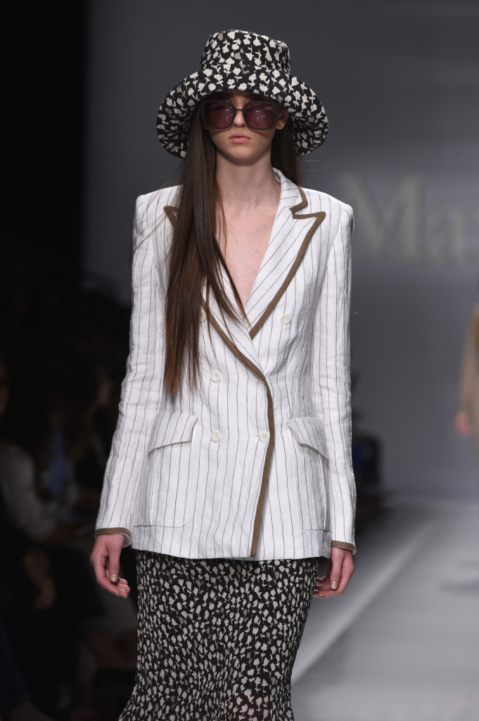 Giacca con profili in contrasto, gonna con abbinato il cappello / Max Mara ss 2015