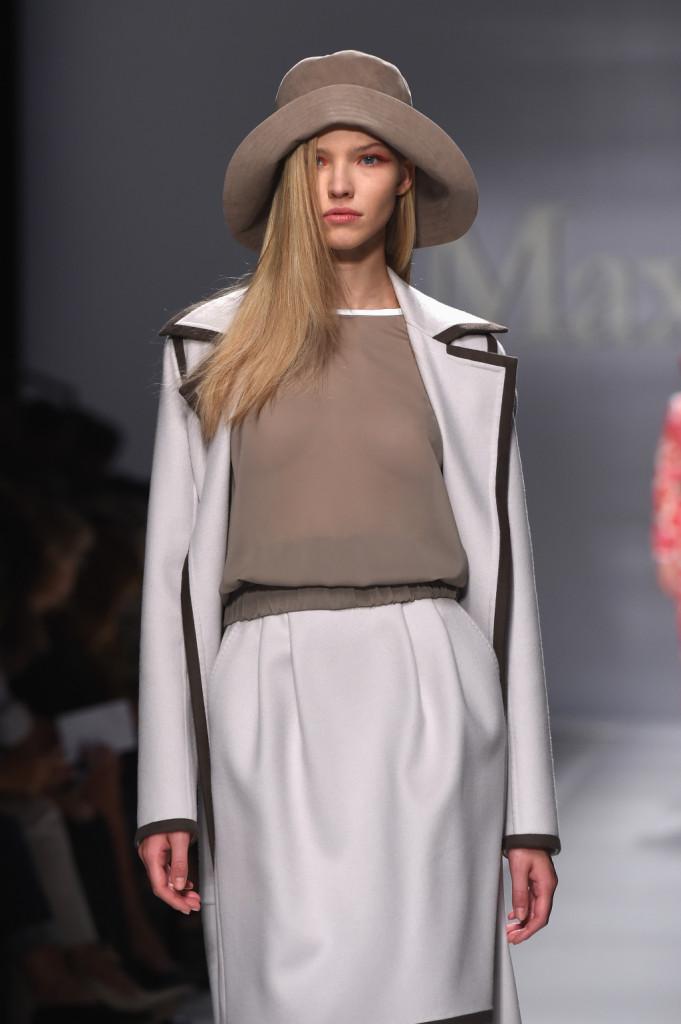 Completo giacca e gonna bianche con profili a contrasto / Max Mara ss 2015
