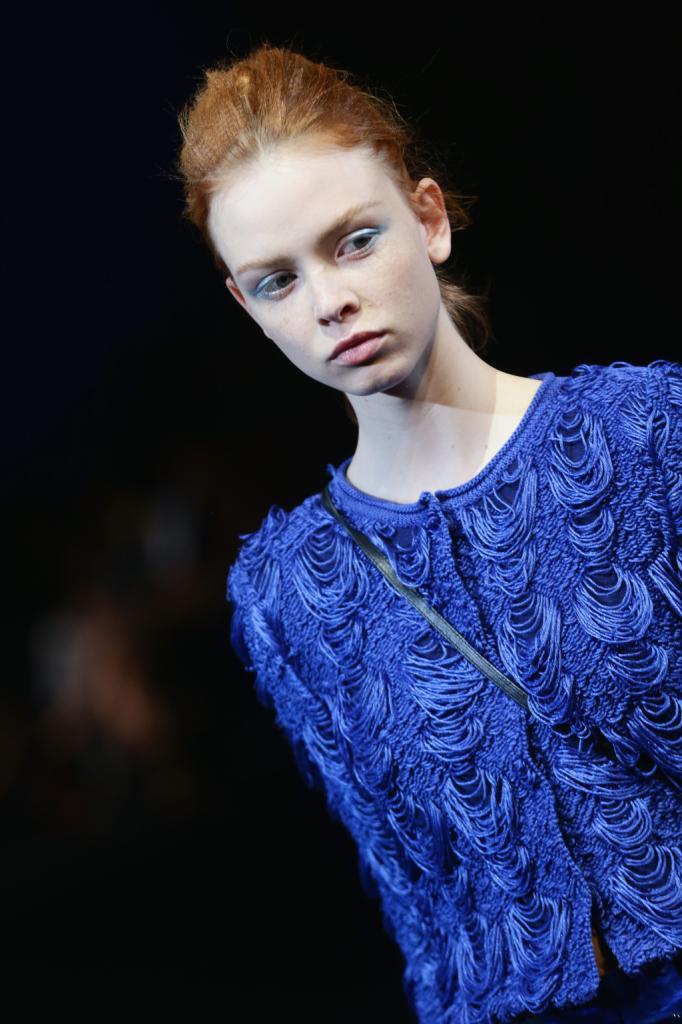 Close-up sulla texture dell'abito (ovviamente in blu)