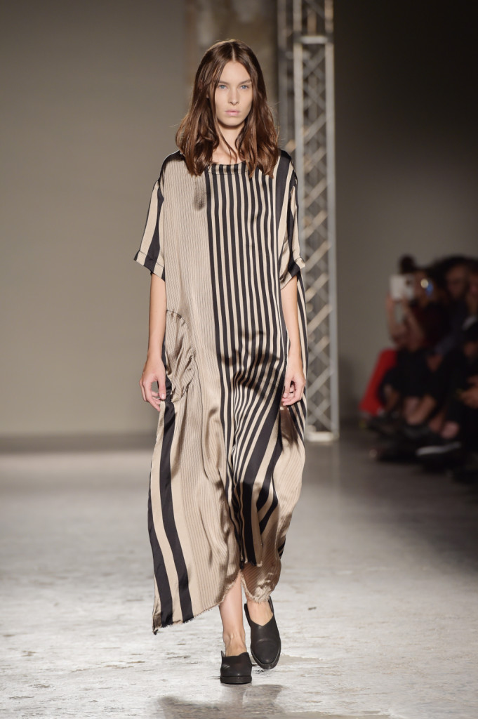 Vestito lungo morbido con righe asimmetriche / Uma Wang ss 2015