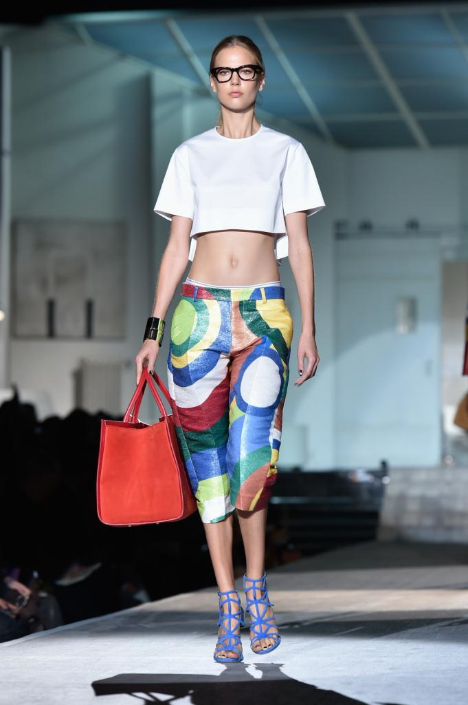 Pantaloni multicolor al ginocchio e t-shirt sopra l'ombelico / Dsquared2 ss 2015