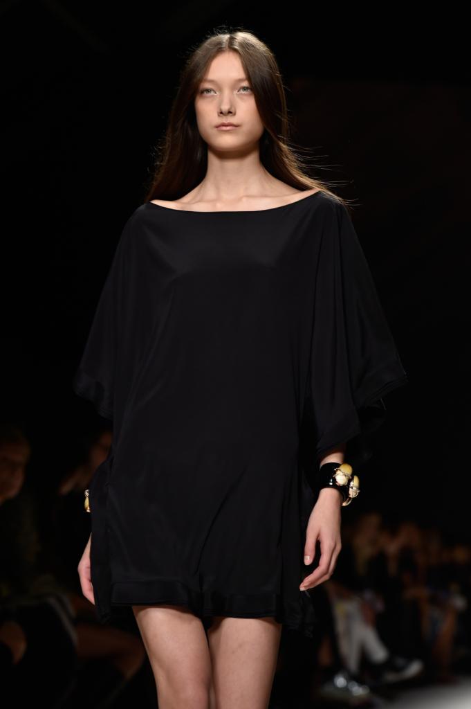 Vestito corto nero, semplice eleganza / Bluemarine ss 2015