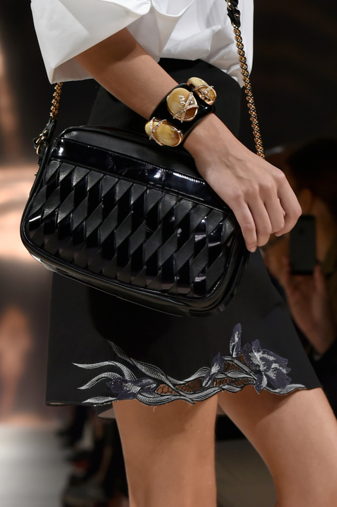 Dettaglio borsa e bracciale / Bluemarine ss 2015