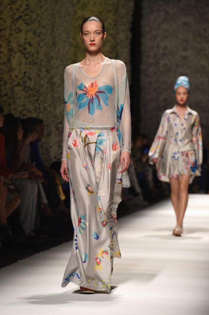 Modelle che somigliano a ninfe, colori tenui e fantasie by Missoni primavera estate 2015