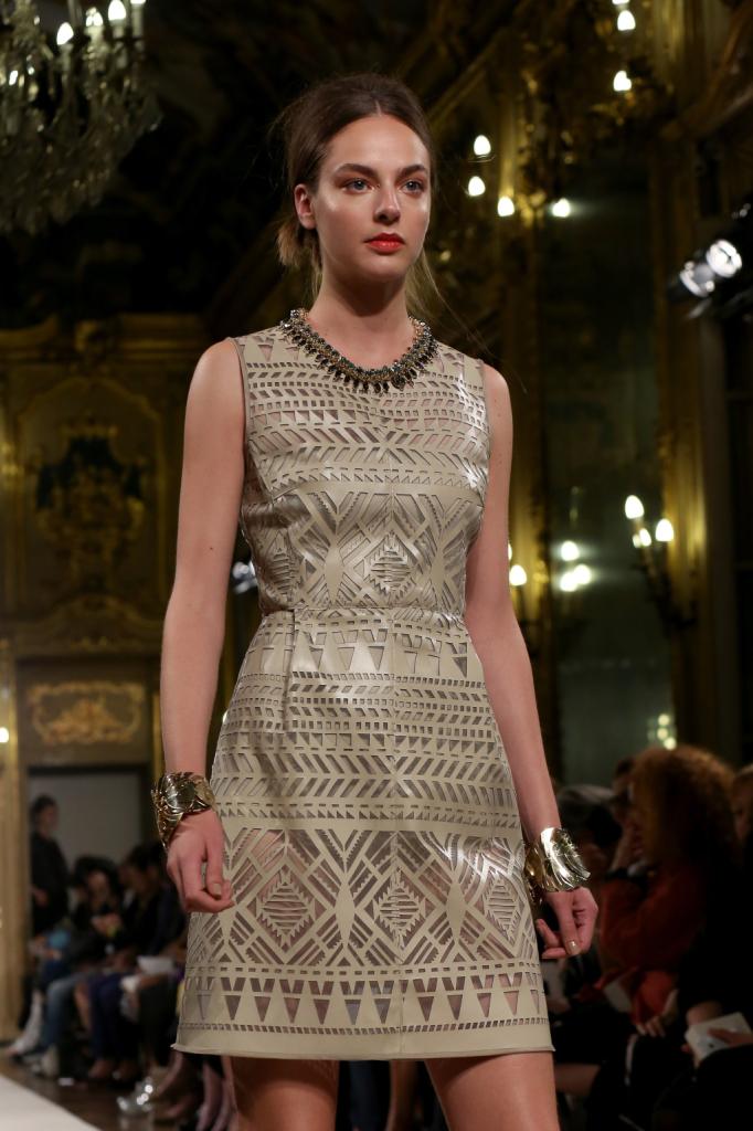 Scintilla l'abito con collana abbinata / Les Copains ss 2015