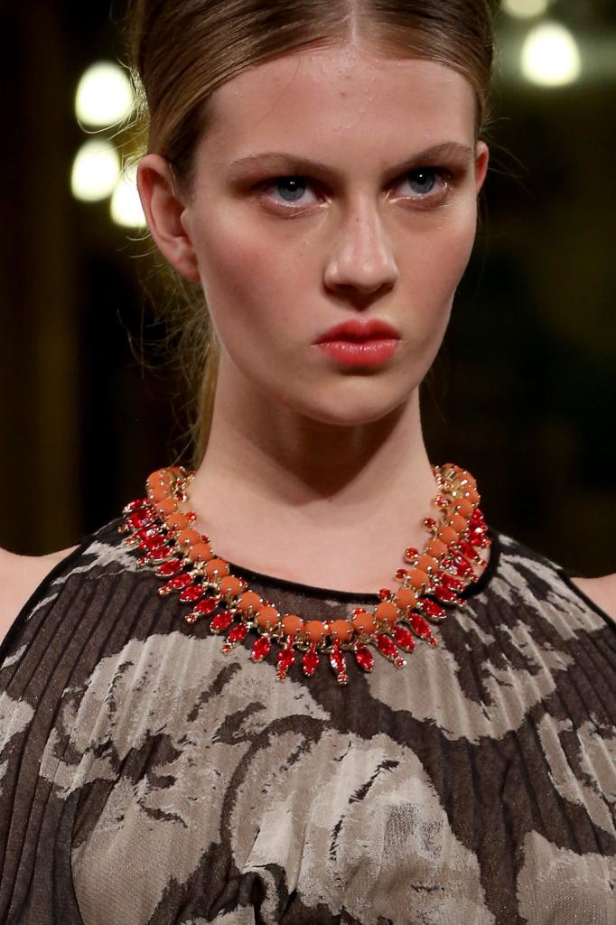 Dettaglio - collana con pietre colorate / Les Copains ss 2015
