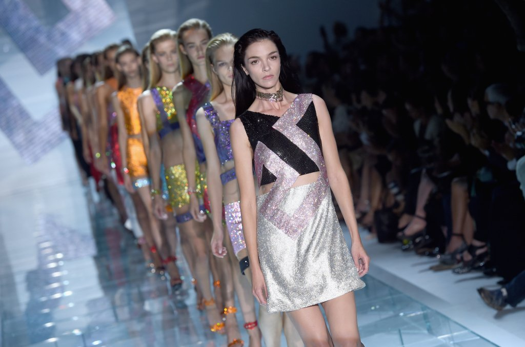 Let's shine! La sfilata SS 2015 di Versace a Milano
