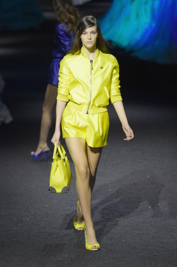 I colori degli abissi sono l'ispirazione di questa collezione, come questo giallo acceso