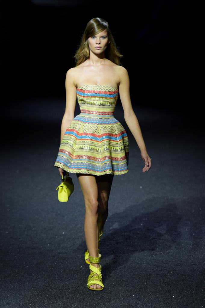 Mini abiti colorati, come i fondali degli abissi, con colori luminosi e brillanti