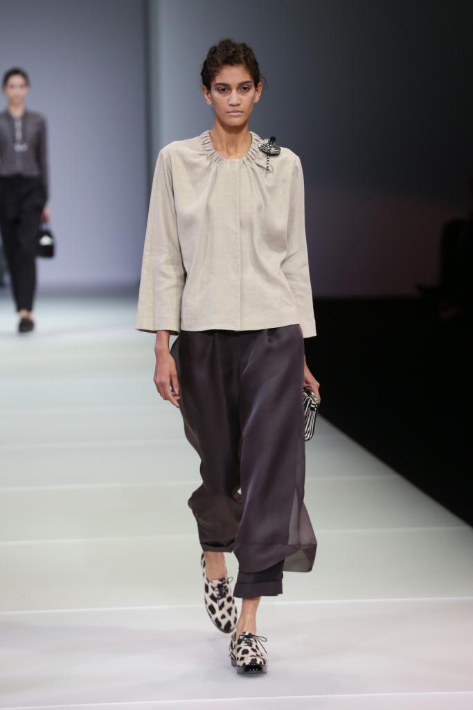 Morbidi, fluttuanti, comodi: ecco come si portano giacche e pantaloni