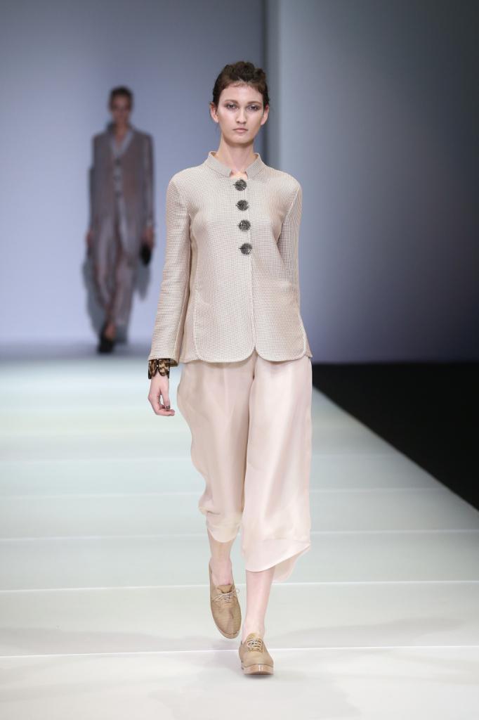 Linee semplicissime ma d'effetto per l'outfit in tinte cremose