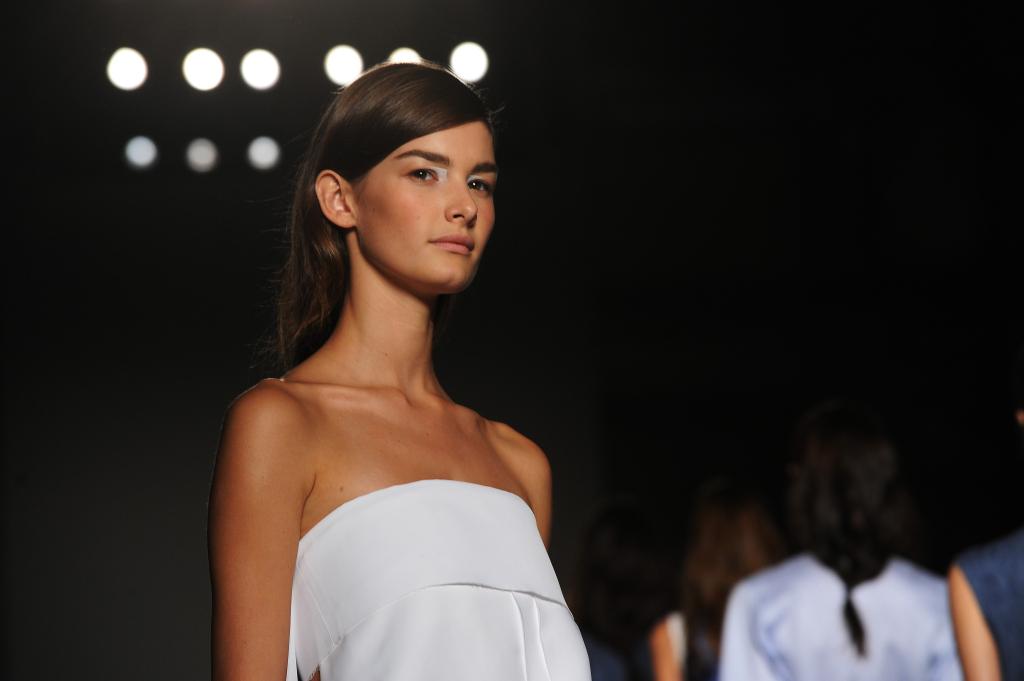 Semplice e sobria: la donna di Gabriele Colangelo alla sfilata S/S 2015 alla Milano Fashion Week