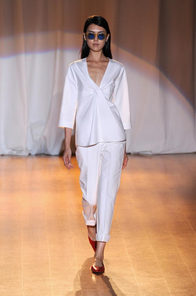 Elegante e chic l'abito in bianco croccante