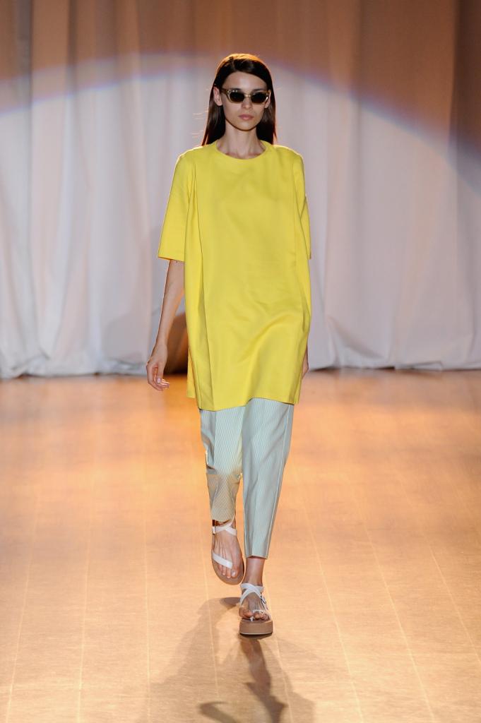 Il giallo è il colore must della collezione primavera estate di Ermanno Scervino
