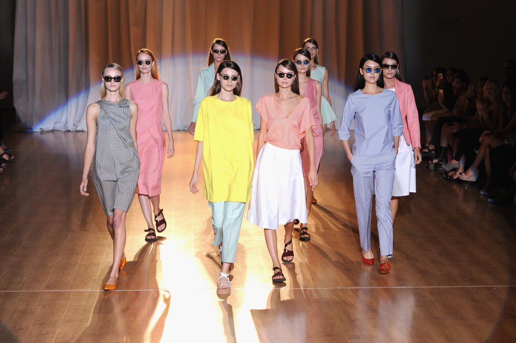 Una donna dinamica e forte per Roberto Musso nella sfilata S/S 2015 alla Milano Fashion Week