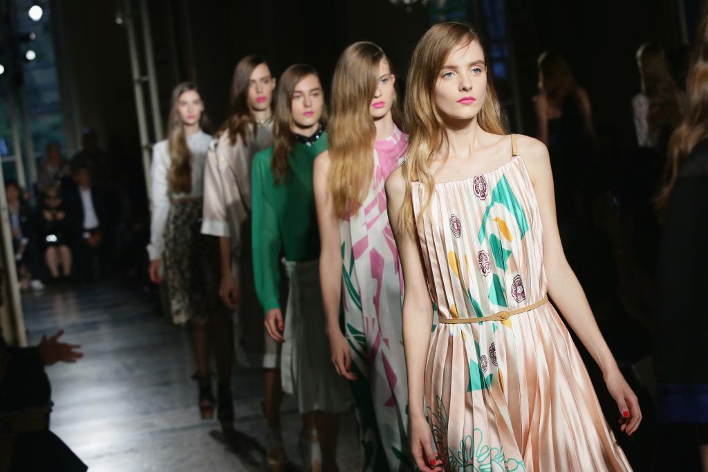 La donna libellula di Aquilano Rimondi alla sfilata S/S 2015 alla Milano Fashion Week