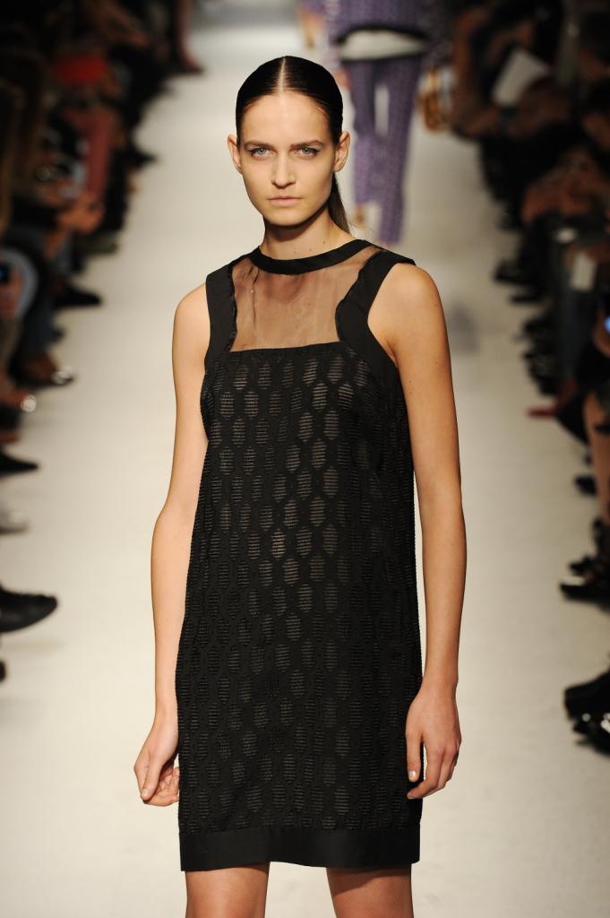 Outfit elegante con tulle che vela la scollatura, Massimo Rebecchi primavera estate 2015