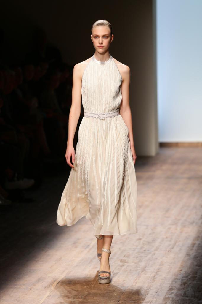 Maglieria Salvatore Ferragamo artigianalità e orgoglio italiano, abito bianco