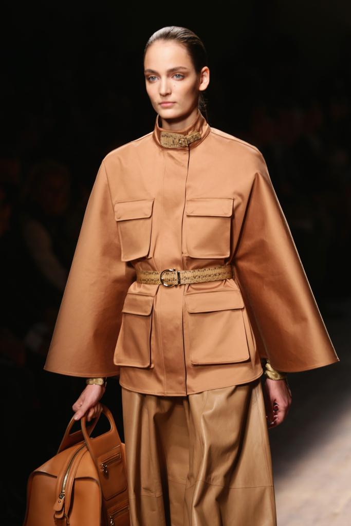 8486995ec972e0 Salvatore Ferragamo sfila alla MIlano Fashion Week con la nuova collezione  primavera estate