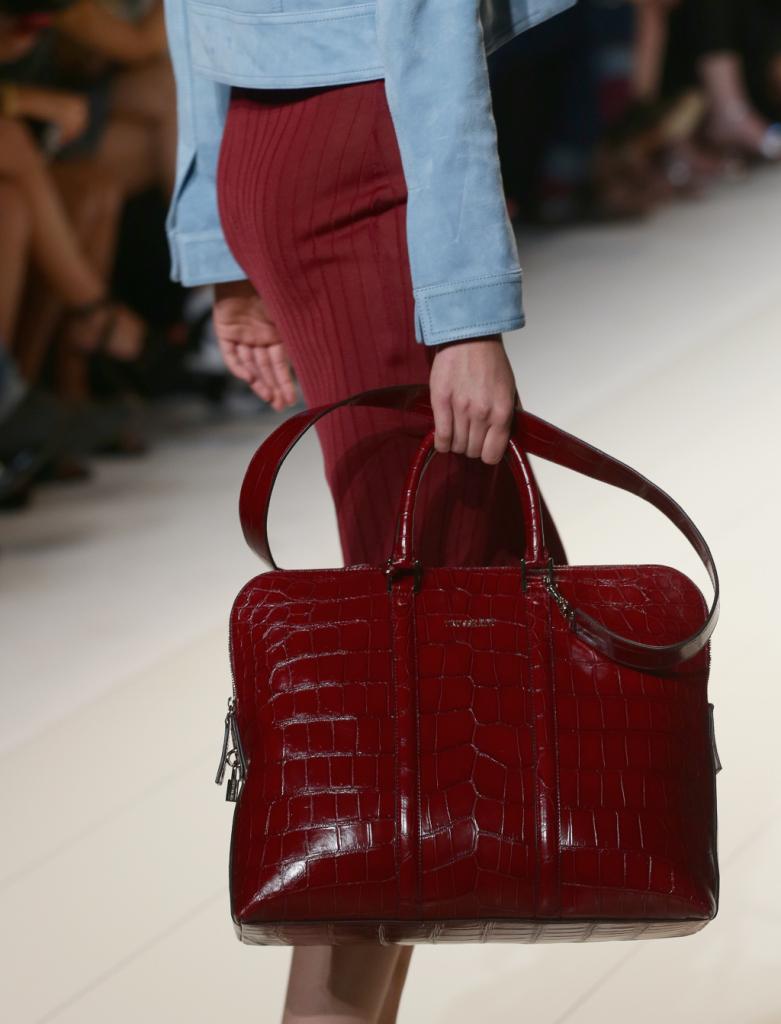 Trussardi sceglie la pelle anche per le sue borse