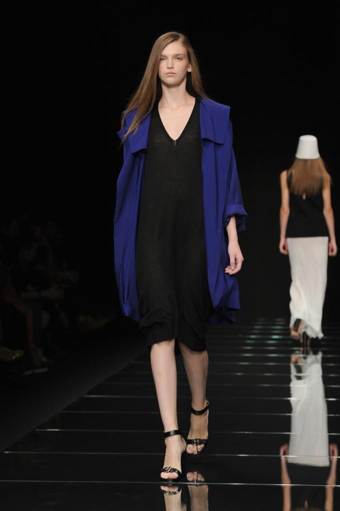 Linee morbide in nero e blu / Anteprima ss 2015 Milano Fashion Week