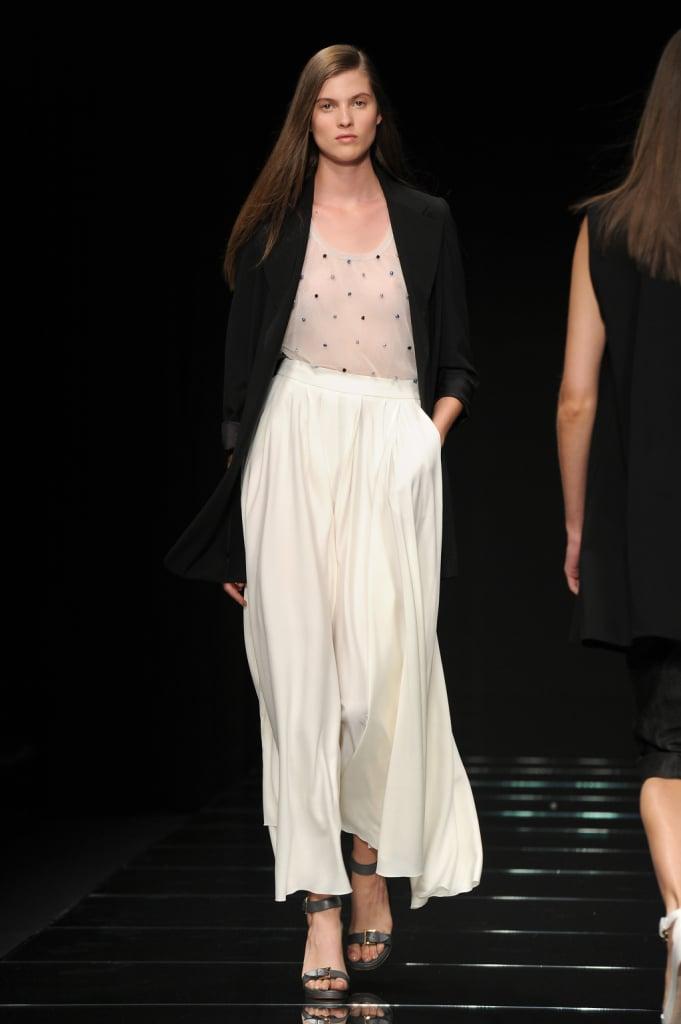 Top pastello, gonna lunga bianca morbida, giacca nera / Anteprima ss 2015