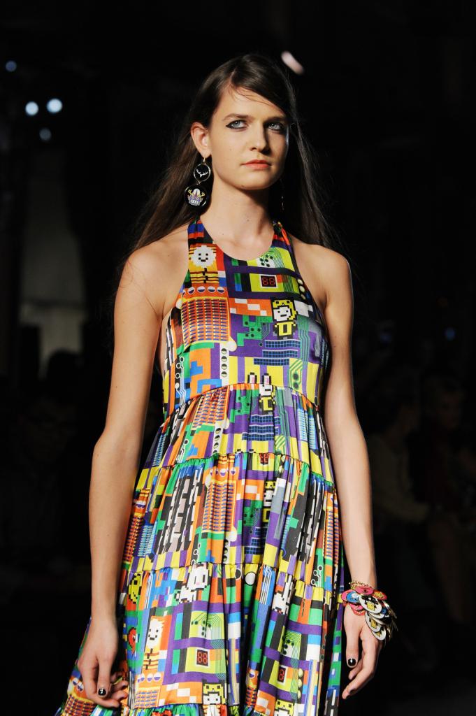 Coloratissimo abito Leitmotiv per la collezione primavera estate 2015