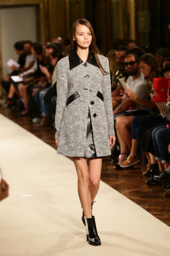 Cappotto grigio con inserti in pelle / Heohwan Simulation Milano Fashion Week 2014