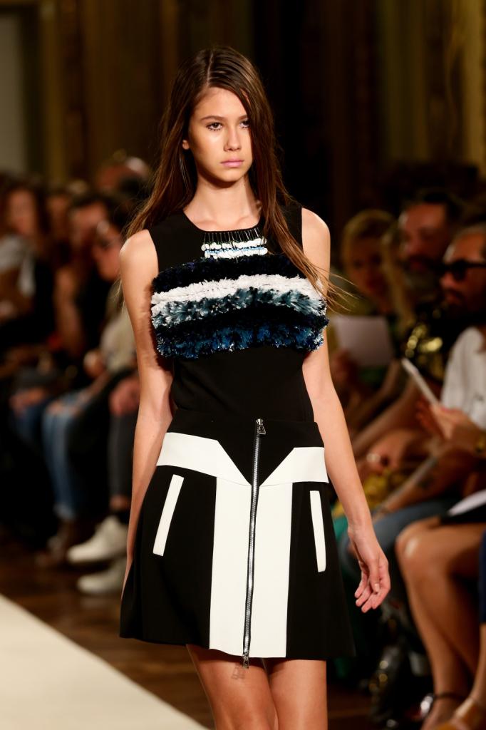 Black and white a tutta geometria, con zip e inserto sul top / Heohwan Simulation Milano Fashion Week 2014