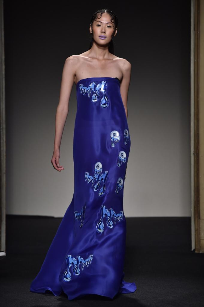 A me gli occhi: il magnetico abito lungo nel blu della collezione Grinko SS 2015