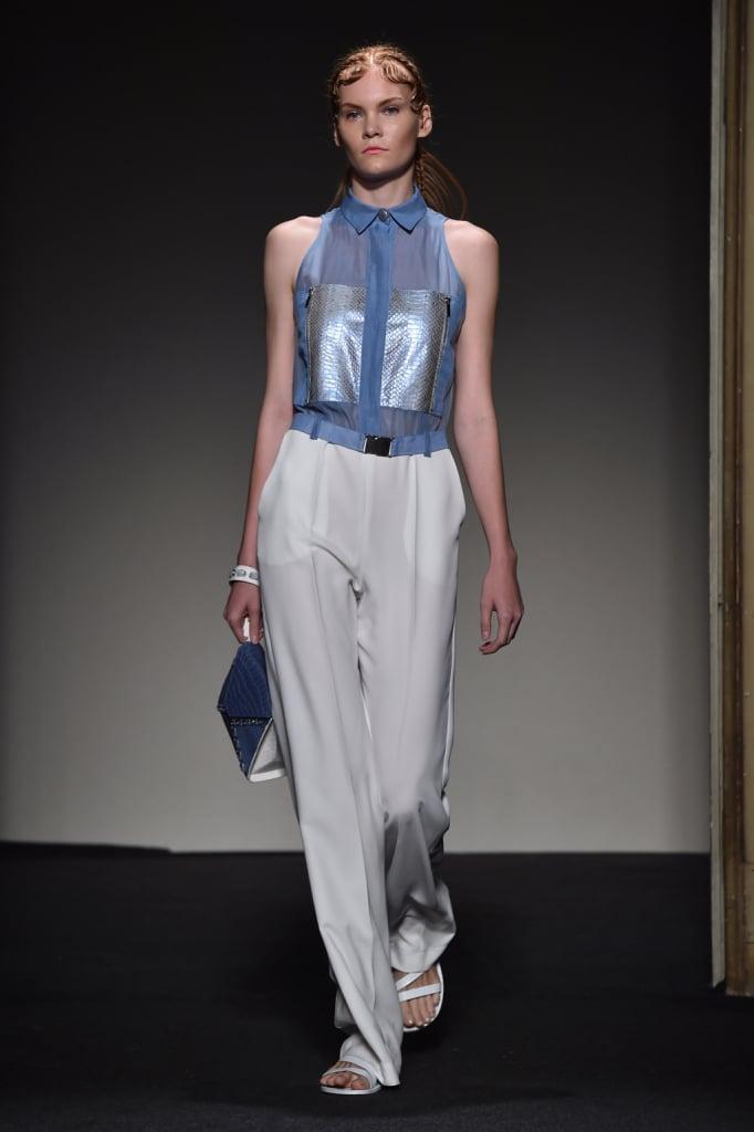 Un classico estivo, i larghi pantaloni bianchi, che tornano in molti outfit / Grinko SS 2015
