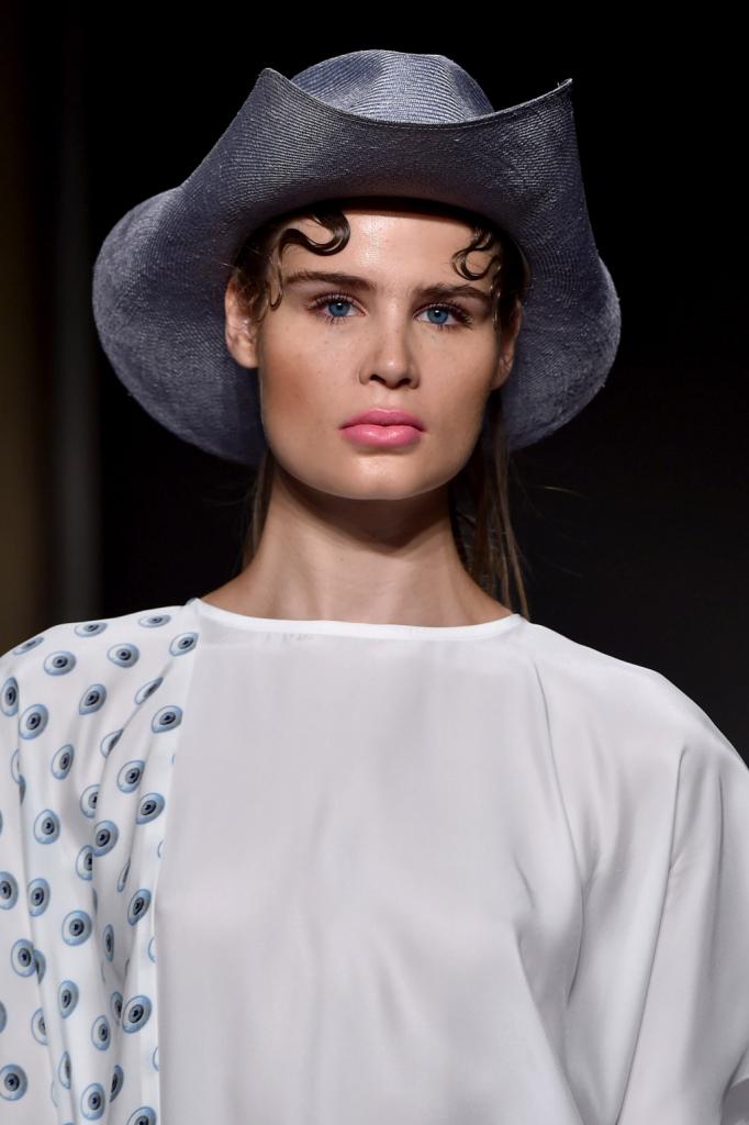 Una delle versioni decontestualizzate e reinterpretate del cappello texano / Grinko SS 2015