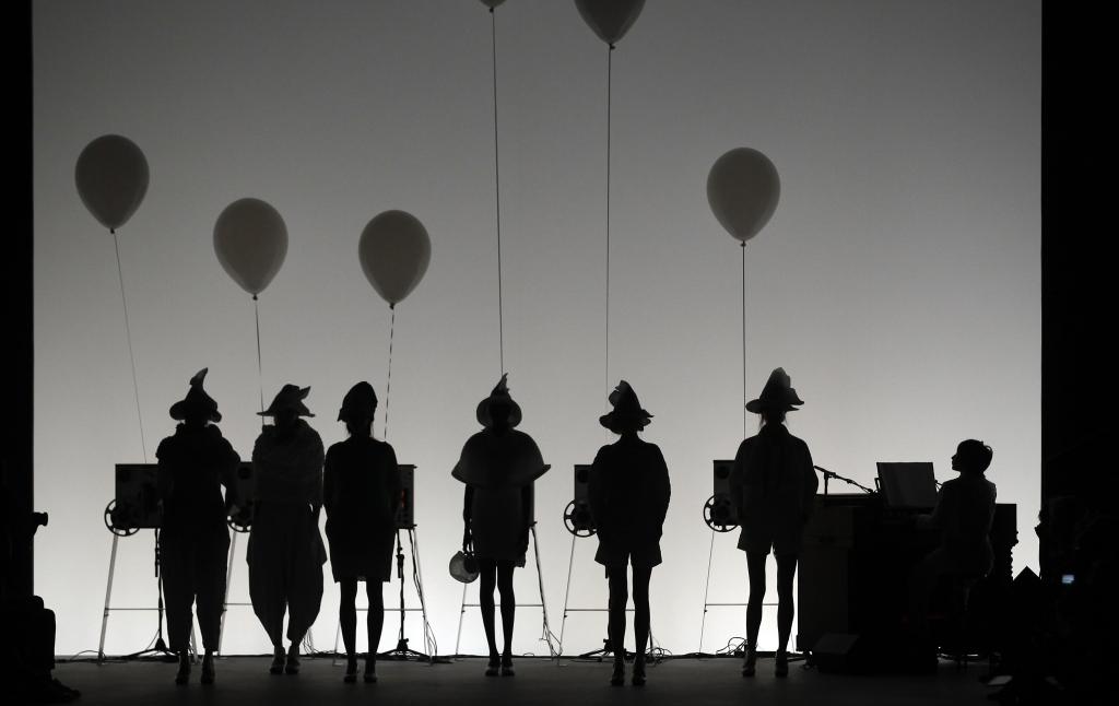 La sfilata Issey Miyake alla Parigi Fashion Week