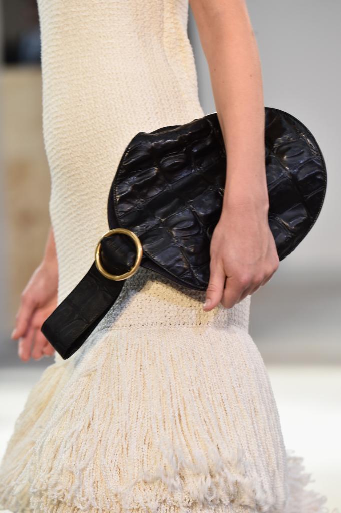 La clutch della collezione si declina in diversi materiali - Céline SS 2015